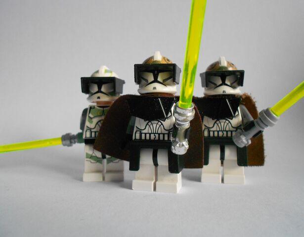 File:3 Clone gunner commander jedi's.JPG