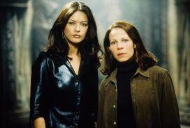 Still-of-lili-taylor-and-catherine-zeta-jones-in-the-haunting-(1999)-large-picture