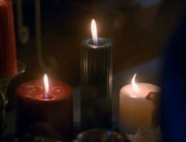 File:1x01 Serena lights seventh candle.jpg