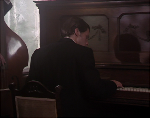 File:Gordon piano.png