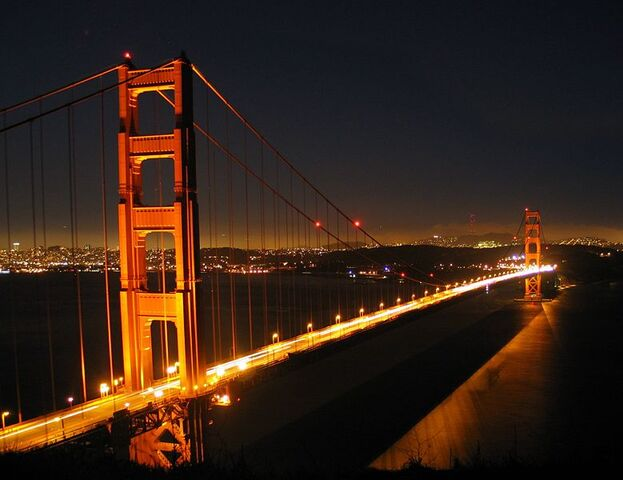 File:779px-Ggb by night-1-.jpg