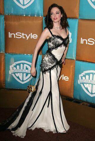 File:Style+Magazine+Warner+Bros+Studios+Golden+qkqFzOBM0UOl.jpg