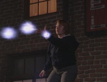 Plik:Natalie throws energy balls.jpg