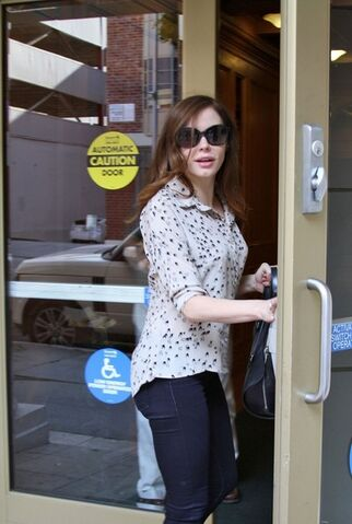 File:Rose+McGowan+Rose+McGowan+Runs+Errands+NZfEN-KYcQVl.jpg