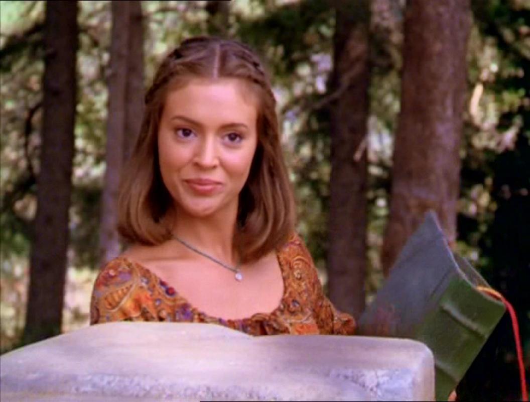 Фајл:2x01-PhoebeHalliwell.jpg
