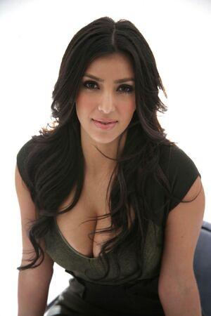 Kim-Kardashian-1331x1997-119kb-media-3131-media-133738-1204468502