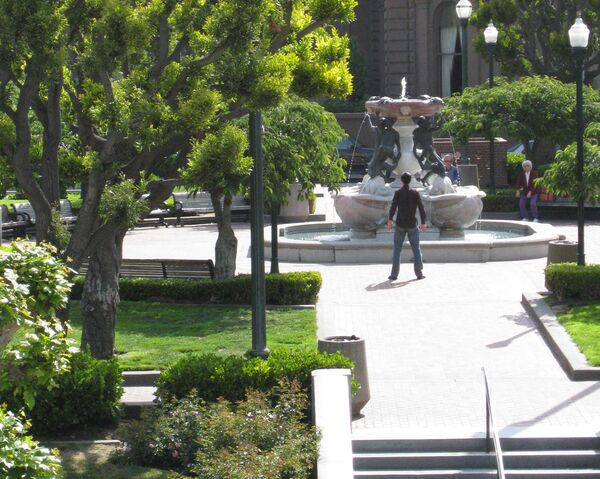 File:Nob Hill fountain.jpg
