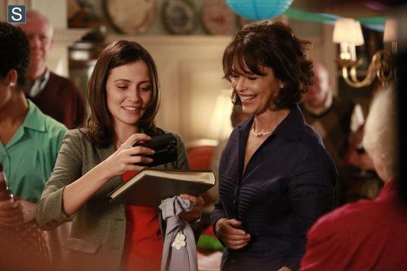 File:Chasing Life - Episode 1.09 - What to Expect When You're Expecting Chemo - Promotional Photos (7) 595 slogo.jpg