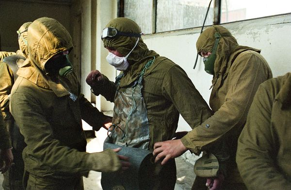 File:Chernobyl-25th-anniversary-liquidators-firefighters-suiting-up 35077 600x450.jpg