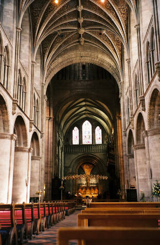 File:Hereford Cathedral Interior May 2004.jpg