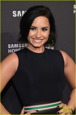 File:Demi-lovato-confident-full-song-02.jpg