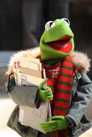 File:Portal-MuppetsLettersToSanta.jpg