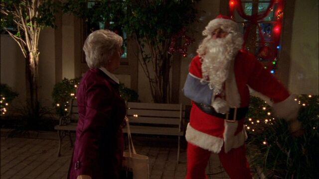 File:Santa Claus kills Alice DuBois.jpg