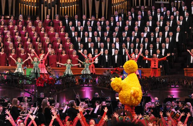 File:MormonTabernacleChoir-BigBirdConducting-(2014).jpg
