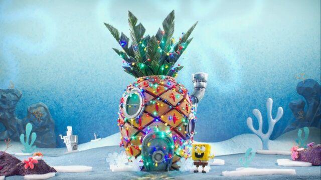 File:SpongeBob decorating his house.jpg