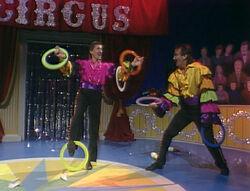 2x13 Circus