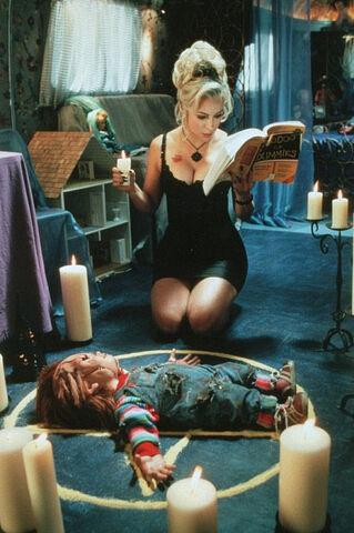 File:Chucky-and-Tiffany-bride-of-chucky-6220586-475-714.jpg