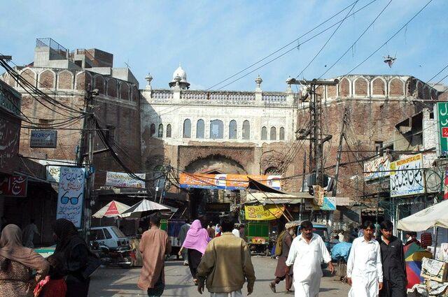 File:PakistanLahoreLahoreiGateToday.jpg