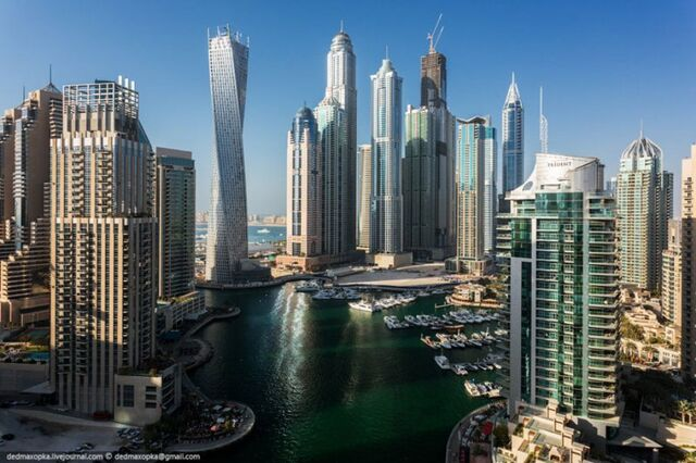 File:Dubai-view-from-building-rooftops-2.jpg