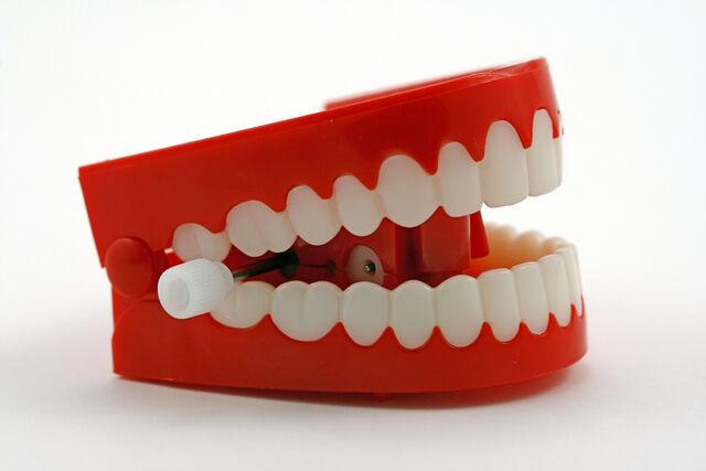 File:Chattering-teeth.jpg