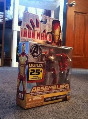 File:Iron Man 3 Mark 42 Figurine.jpg