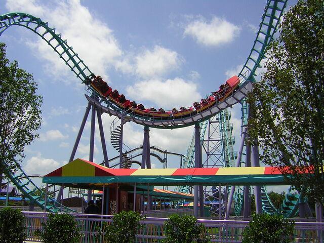 File:Six Flags NOLA Boomerang.jpg