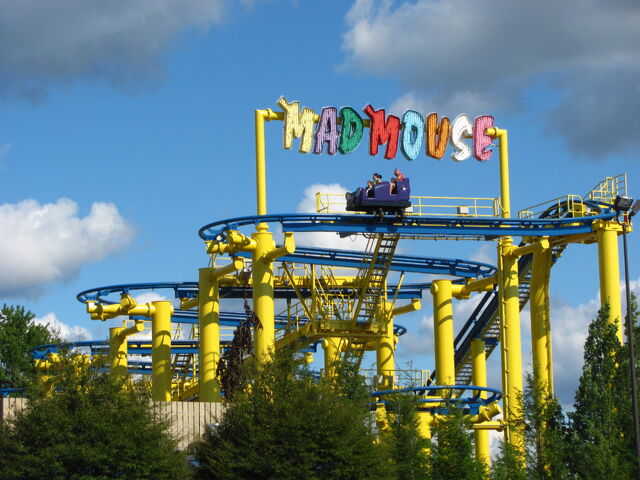 File:Mad Mouse (Michigan's Adventure) switchbacks.jpg