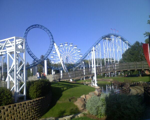 File:Corkscrew (Valleyfair) loop.jpg