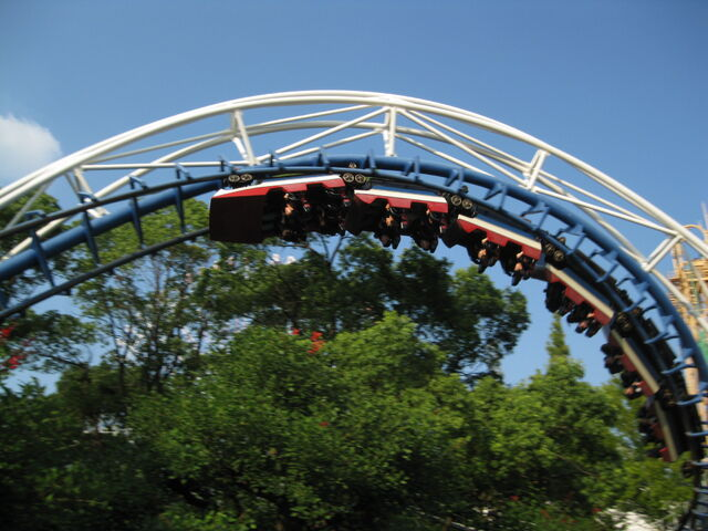 File:Corkscrew (Nagashima Spa Land) 2.jpg