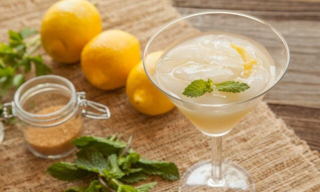 File:Lemonabsinthecocktail.jpg