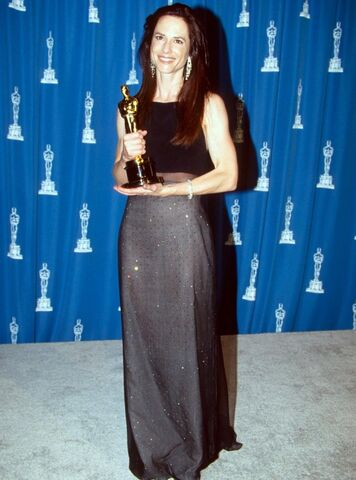 File:Holly-hunter-oscars-1993-getty-images.jpg