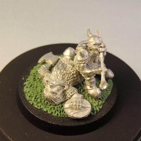 File:Goblin on dead dwarf 9.jpg