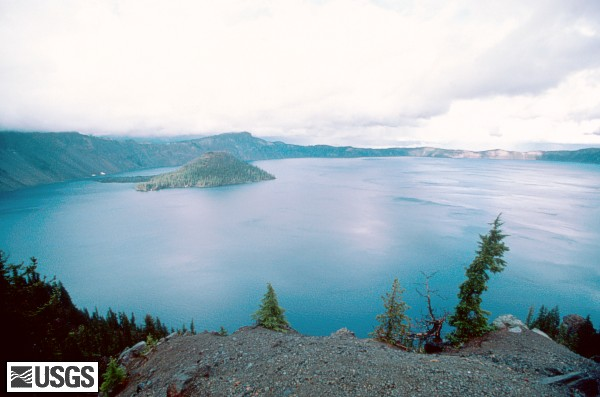 File:CraterLake82 crater lake and wizard island 09-82 med.jpg