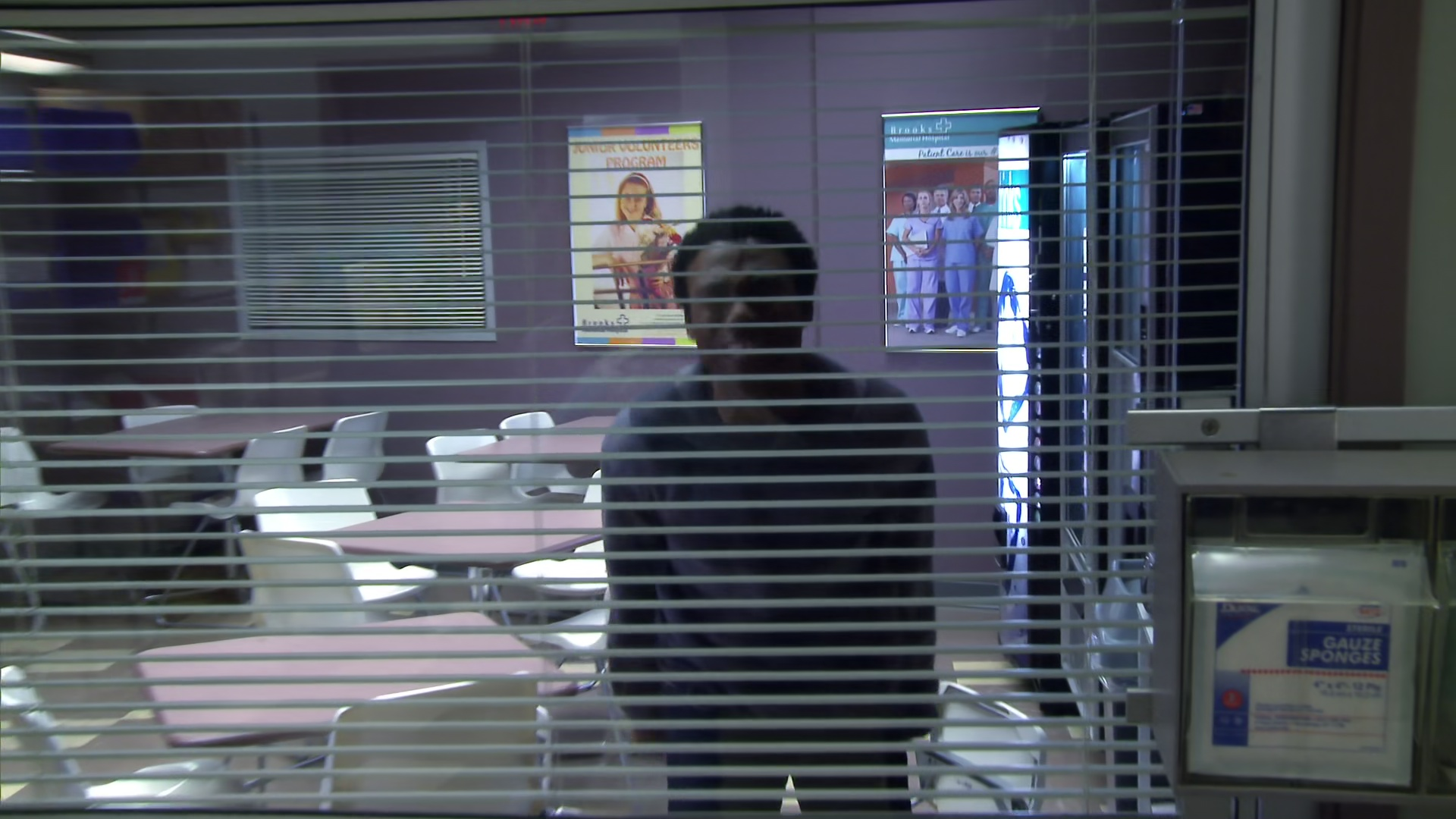File:2x16-Troy LeVar 3.jpg