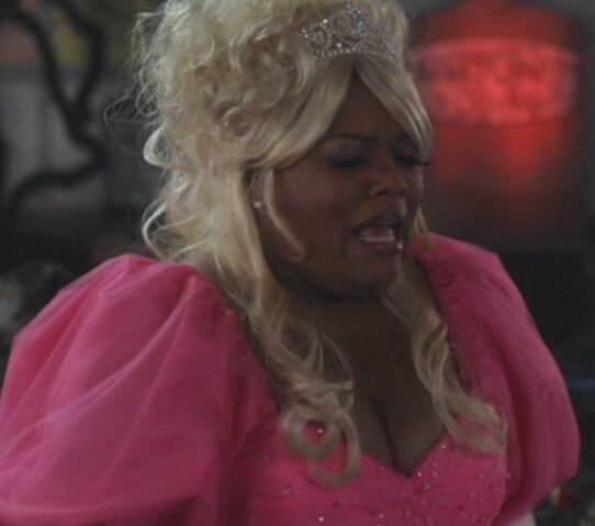 File:S02E06-Shirley as Glenda.jpg