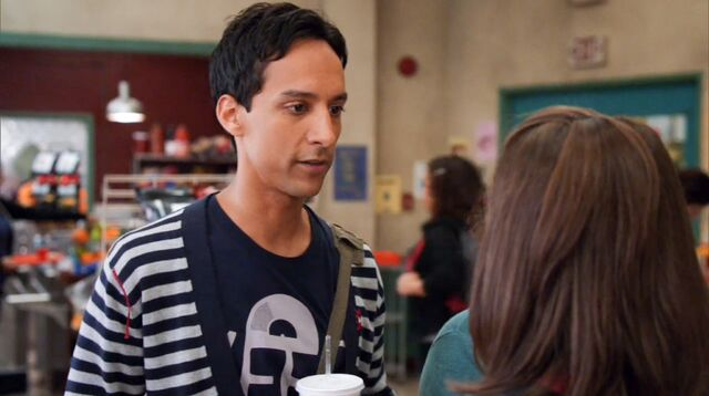 File:1x4 Annie and Abed2.jpg