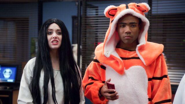 File:4x2 Troy and Annie 3.jpg