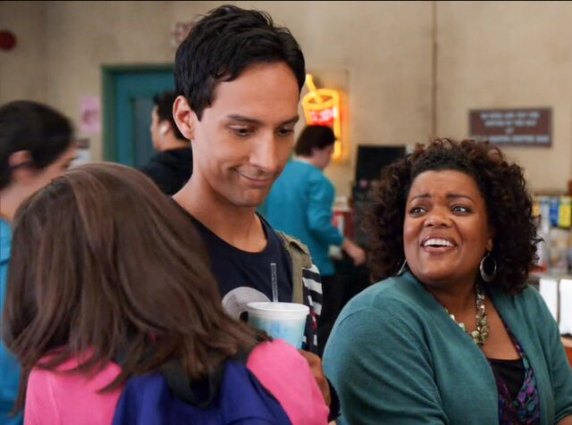 File:1x4 Annie and Abed5.jpg