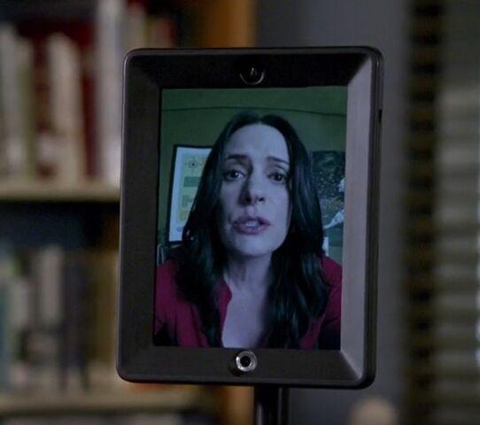 File:S06E05-Frankie robot.jpg