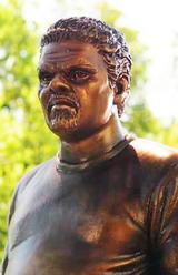 Luis Guzman statue edited-1