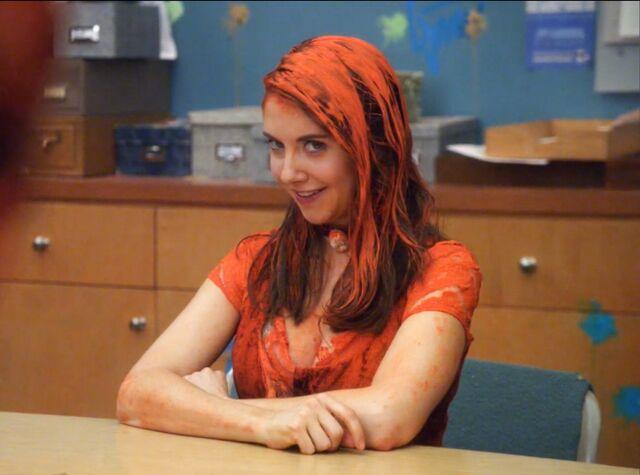 File:2x23 Annie orange3.jpg