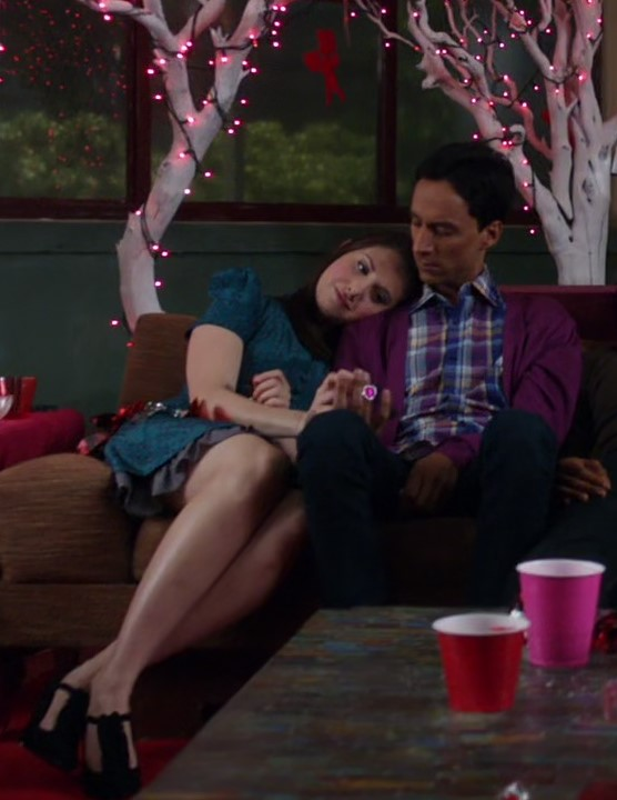 File:Annie and Abed couch.jpg
