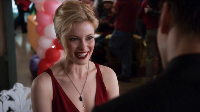 File:1x22 Jeff and Britta red dress4.jpg