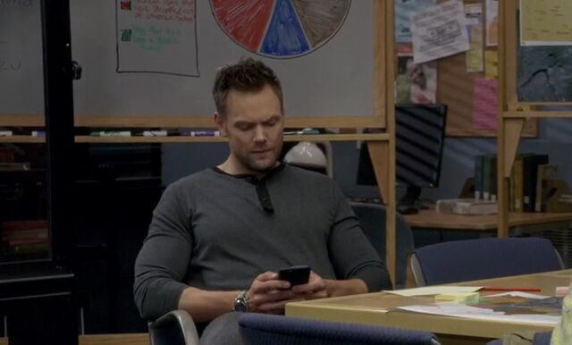File:S06E03-Jeff texting in situation room.jpg