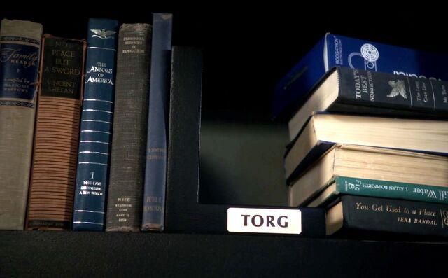 File:Troll doll bookshelf3.jpg