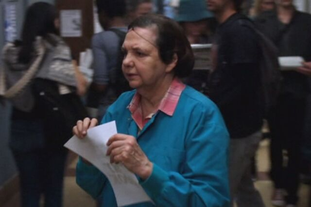 File:S01E21-Lunch Lady hanging flyer.jpg