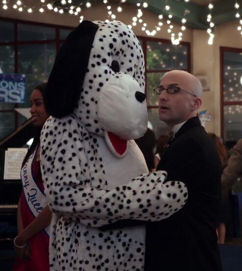 File:S01E25-Dean and dalmatian1.jpg