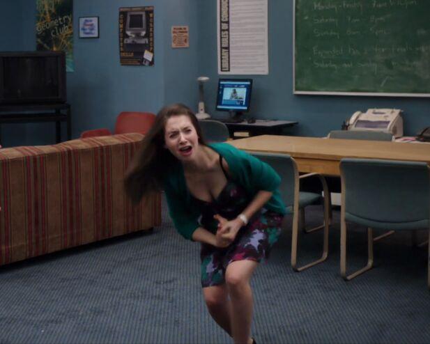 File:2x1 Annie hurts hand.jpg