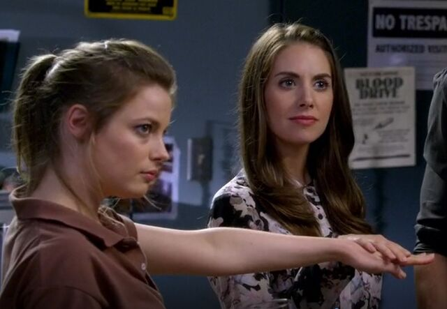 File:S06E01-Annie and Britta secret oath.jpg