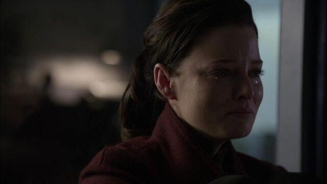 File:1x02 crying kiera.jpg